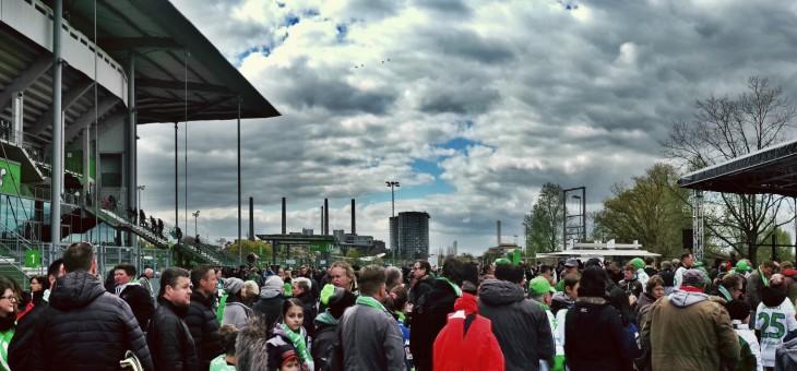 Fussball Bundesliga mit VFL Wolfsburg gegen FC Augsburg